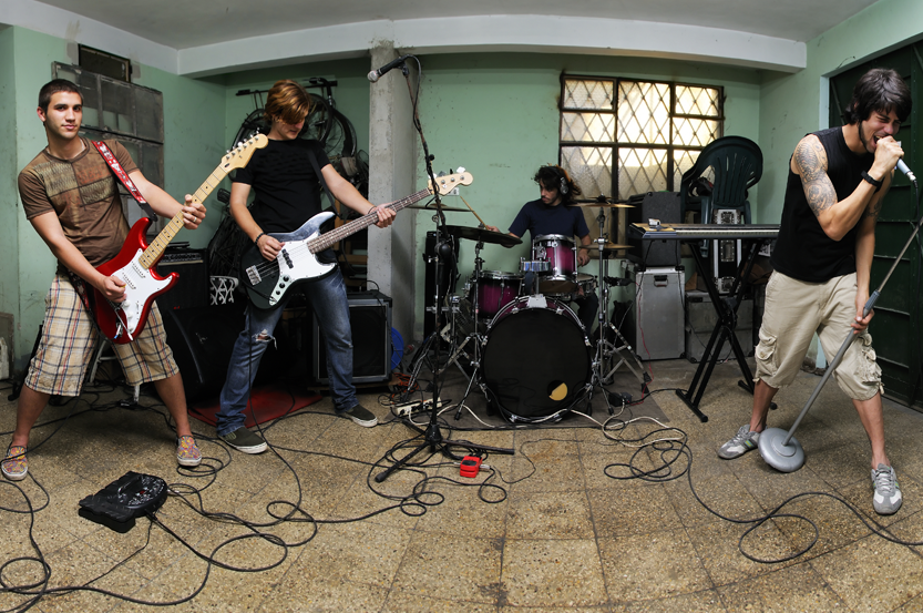 Joining a Band Makes You a Better Guitarist. Here's How.