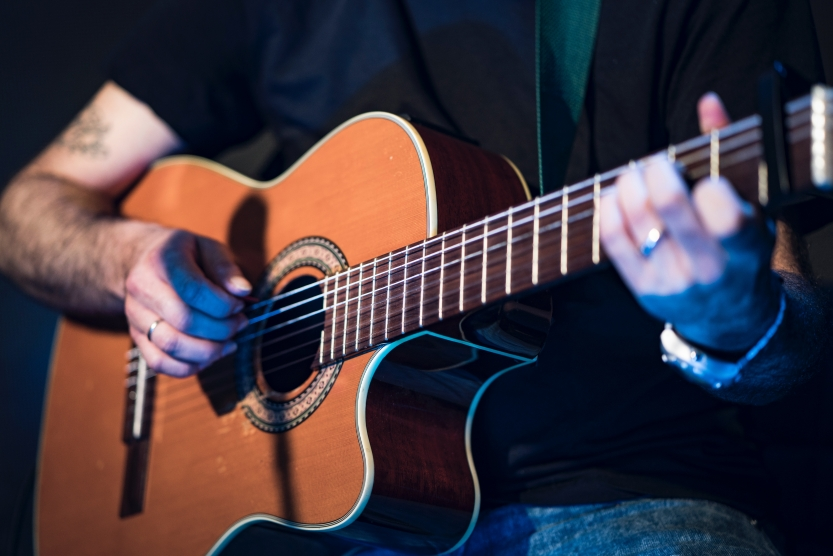 5 Great Acoustic Guitars Used by Pros