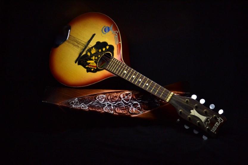 How to tune a mandolin
