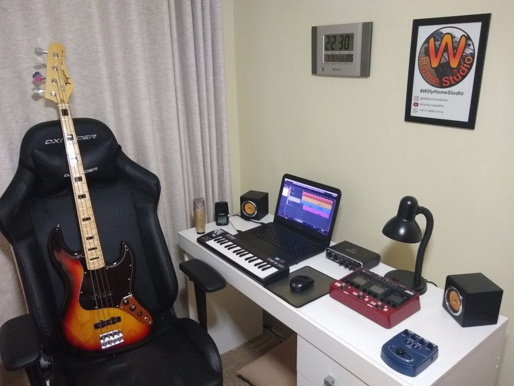 guitar laptop at home