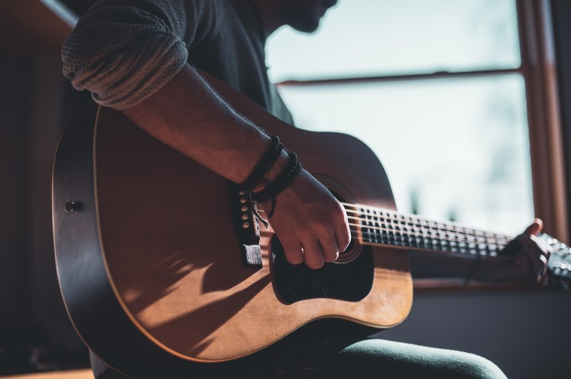 Different Guitar Styles Everyone Should Be Familiar With